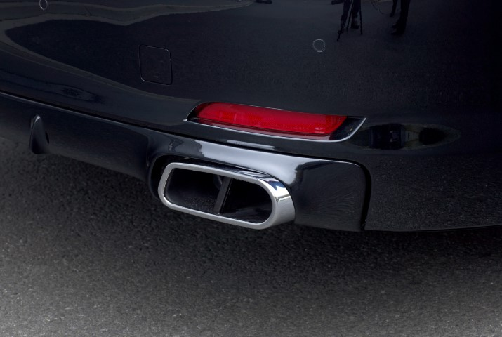 F02_rear_extract_exhaust